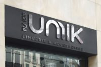mock-up-logo-unnik-02-vitrine.jpg