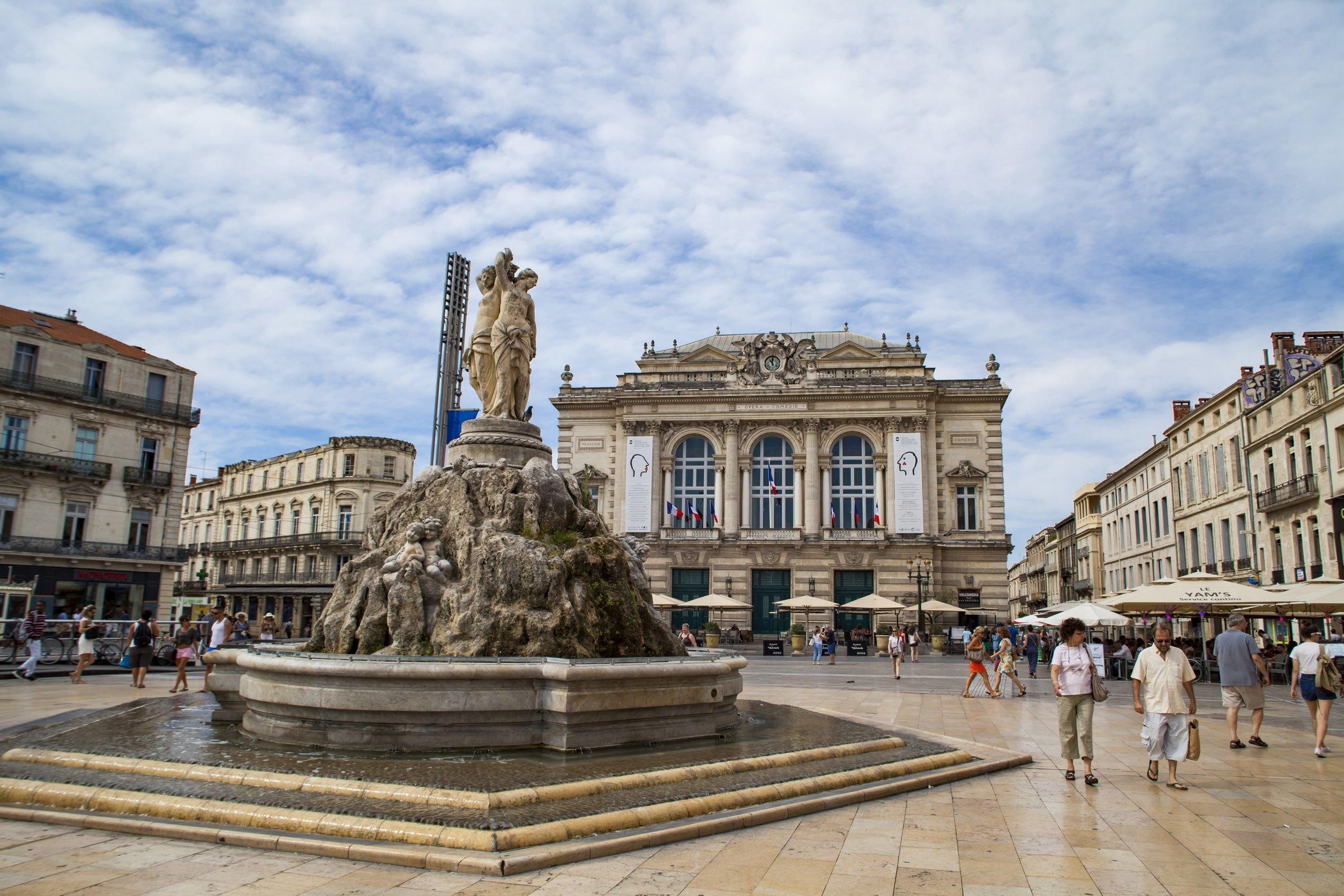 Read more about the article Votez pour choisir le nouveau sol de la Place de la Comédie !